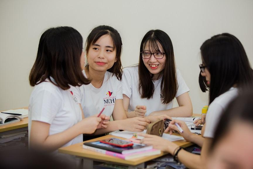 日本語を勉強するベトナム人